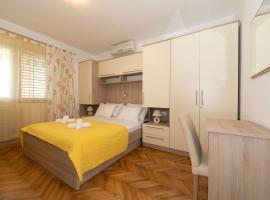 Apartman Dese za 2 osobe, room in Tučepi