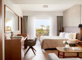 Minoa Palace Resort & Spa, hotel with pools in Plataniás