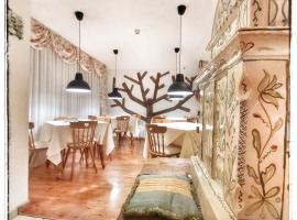 Chalet Fiocco Di Neve, hotel in Pinzolo