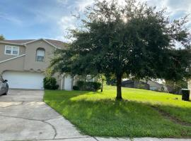 Beautiful 3bdrm home sunny Orlando 15 minutes from universal studios, holiday home in Orlando