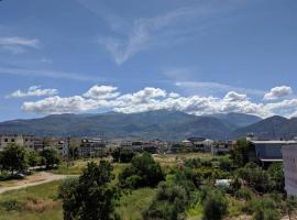 Sunny apartment with mountain view, hotel in Patra