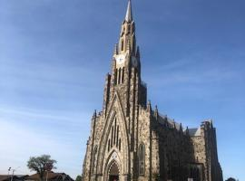 # AP 2 quadras da Catedral de Pedras em Canela, apartment in Canela
