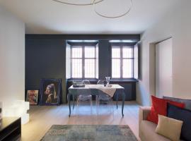 Casa da Gio', incantevole, nel cuore di Alba, con posto auto gratuito., apartment in Alba
