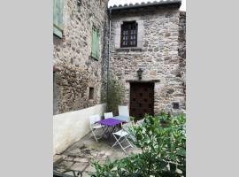 Maison familiale en pierre au coeur des remparts., villa in Villefranche-de-Conflent