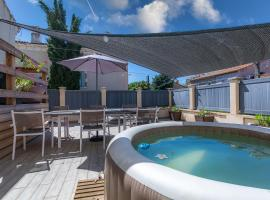 Appartement Domloc, hotel with jacuzzis in Carcassonne