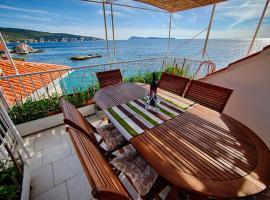 Mira Sea Front Guesthouse, beach hotel in Komiža