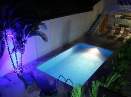 Tuanis Aparthotel, hotel in Jacó