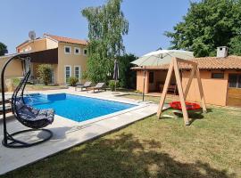 Sunny Garden Villa with Pool, vacation rental in Loborika