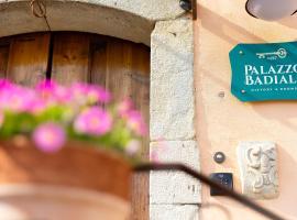 Palazzo Badiale history&rooms, hotell i Atella