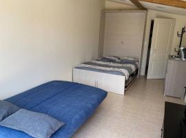 Loft 21 m² pouvant accueillir 4 personnes, hotel in Monteux