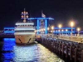 Deniz Baku yacht hotel، فندق في باكو