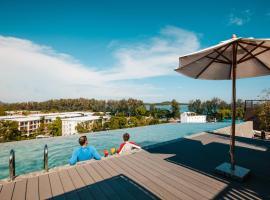 Proud Rawai Condominium, hotel in Rawai Beach
