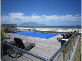 Stunning 1 bedroom apartment with sea views, apartment in Bloubergstrand