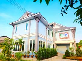 Blue House Sukhothai, guest house in Sukhothai