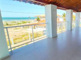 Casa duplex beira mar reformada com piscina no Peito Moça, hotel with pools in Luis Correia