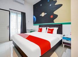 OYO 90459 Azka Style Syariah, hotel near Museum Mpu Purwa, Malang
