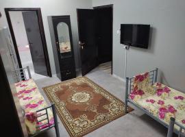 شقة مفروشة ومجهزة بالكامل للرجال والشباب بها غرف ثنائية وثلاثية ورباعية, apartment in Sharjah