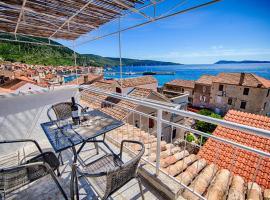 Komiza Provita Guesthouse, beach hotel in Komiža