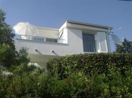Mala vila Punta Skala, holiday home in Petrcane