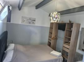Chambre cosy avec terrasse, apartment in Arles