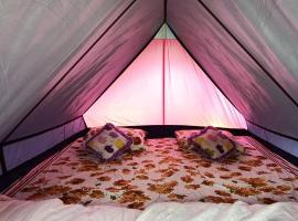 Camps n Boots, luxury tent in Manāli
