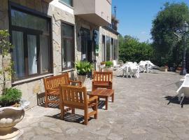 Ulliri Hotel & Skanderbeg Ristorante Pizzeria, hotell i San Costantino Albanese