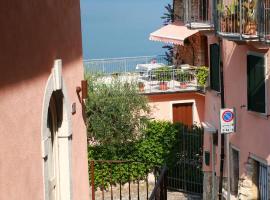 Casa Angelo, holiday home in Torri del Benaco