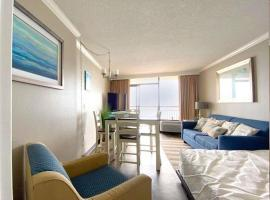 Oceanfront 1 Bedroom Suite with Beautiful Décor and Accents Caravelle Resort 1039 Sleeps 6 Guests, villa in Myrtle Beach