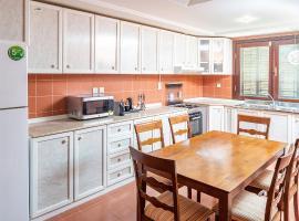 Mabaat Homes - Al Hamra Village - Luxury villa in Durrat Alarous, Ferienunterkunft in Durrat Al-Arus