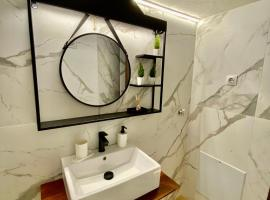 Modern Apartment in the heart Vol2, apartment in Alexandroupoli