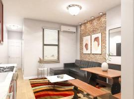Cozy Modern 2 bedroom In Hells Kitchen, apartment in New York