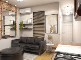 King size bed Cozy 2 bdrm @ Time Sq/Hells Kitchen, апартаменты/квартира в Нью-Йорке