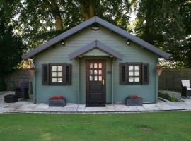 Cabin Hideaways, cottage in Mattishall
