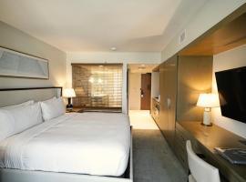 Real Select at The Ritz-Carlton Residences, Waikiki Beach, hotel in Honolulu