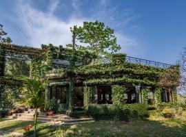 The Riverwood Forest Retreat Dooars, hotel in Neorā Nadī