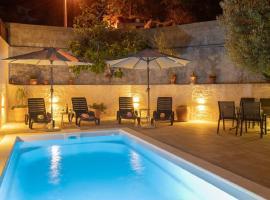 Apartments Laura & Marina, hotel near Biokovo Mountain, Makarska
