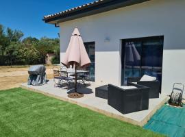 Petite maison - annexe indépendante d'une villa / Independent Guesthouse within a villa, holiday home in Corneilla-del-Vercol