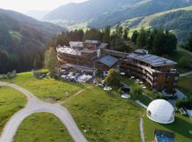 Holzhotel Forsthofalm, hotel in Leogang