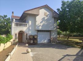 Casa del Alba, holiday home sa Bearín