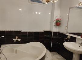 Piso amplio, lägenhet i Fuengirola
