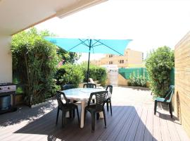 Nice 2 rooms apartment with spacious terrace - 100m from the beach, pet-friendly hotel in Valras-Plage