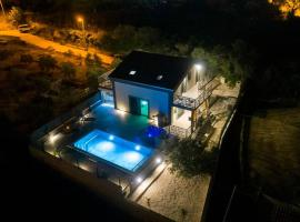 Vacation home Grey house Stocia, holiday home in Split