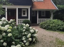Huize Koempoelan, B&B in Naarden