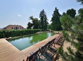 Maxmilian Lifestyle Resort, hotel v Loučeni