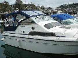 Sans Souci boat stay, holiday home in Torquay