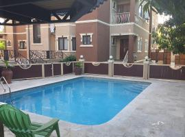 Island Odyssey - where comfort meets experience., apartment in Kingston