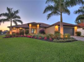 Holland House Cape Coral Surfside - Luxury Villa - Private Heated Pool - Canal View, Ferienunterkunft in Cape Coral