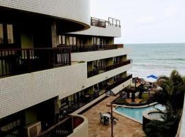 Flat completo a beira mar com vista exuberante no Blue Marlin Apartments, hotel with jacuzzis in Natal