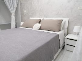 [Centro Storico] Casa Elegante per Famiglia, villa in Naples