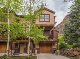 Elkhorn Townhome 1939, holiday home in Ouray